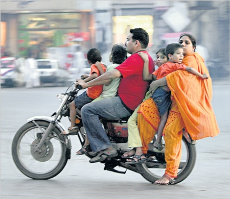 family_on_motorcycle_india